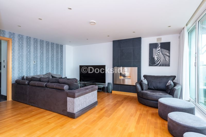 4 bed flat for sale in The Hamptons  - Property Image 2